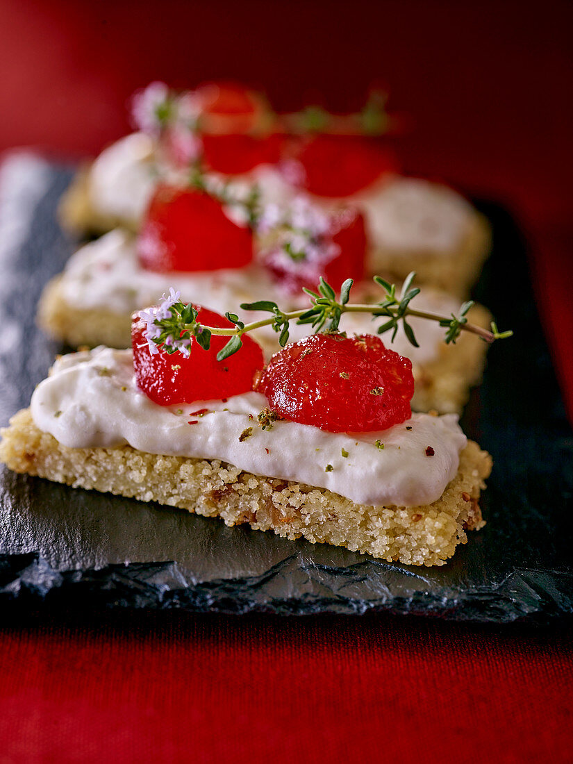 Savory biscuits with goat's cheese cream and candied fruits (Morocco)