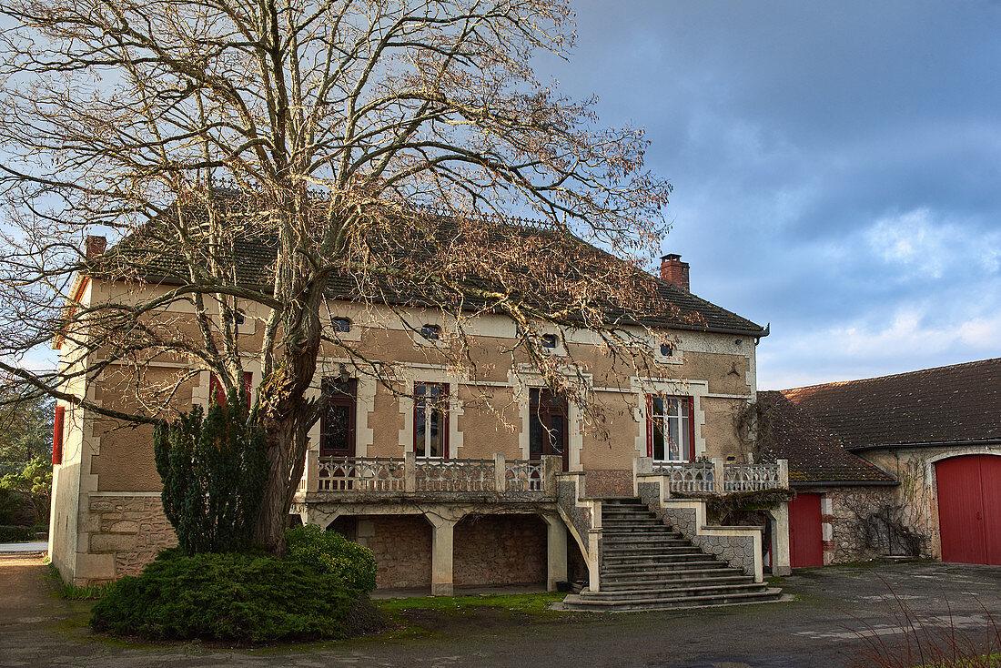 Main building and yard, Clos Triguedina, Cahors, Vire sur Lot, France