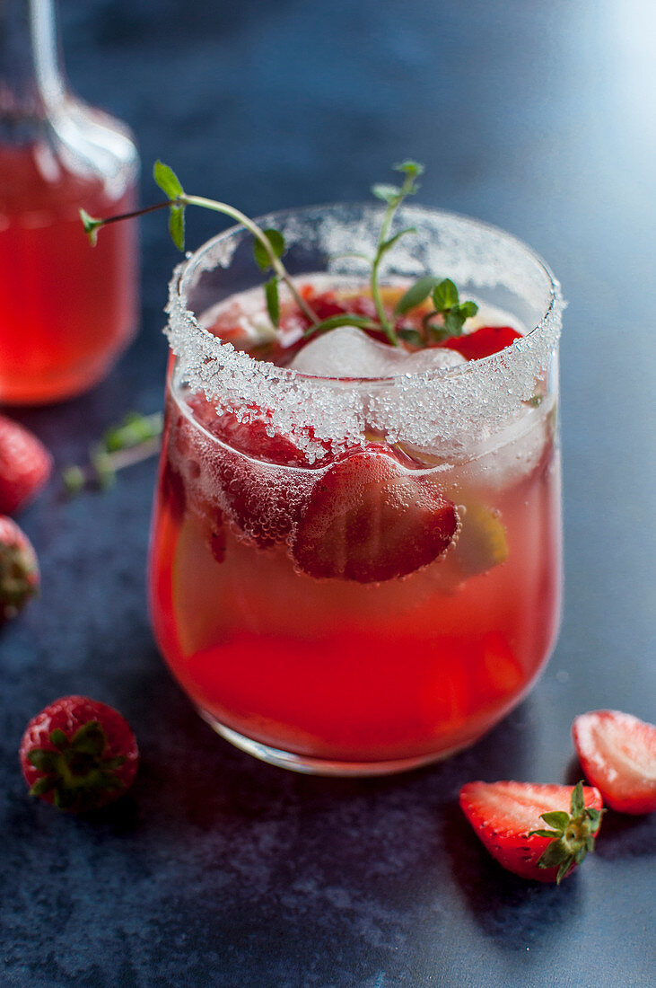 Strawberry mocktail with strawberries