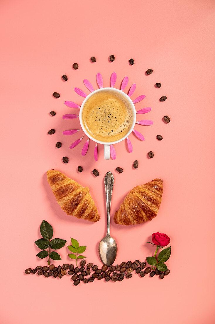 Symbolbild für Frühstück aus Croissants, Kaffee, Löffel und Blumen