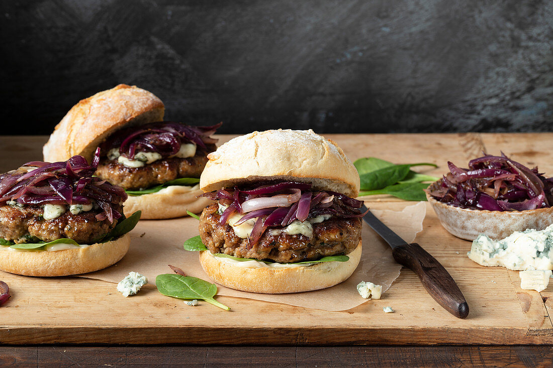 Turkey burger with gorgonzola and carmelized red onion