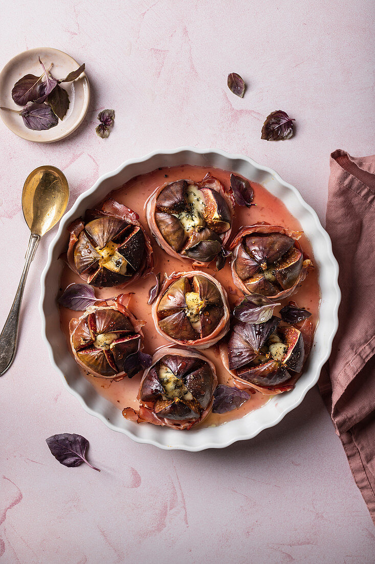 Figs bake with prosciutto, gorgonzola, with maple syrup and purple basil