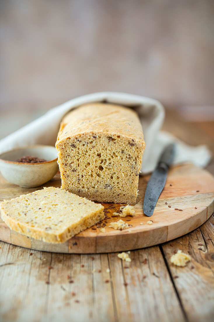 Gluten-free and allergy-free linseed bread