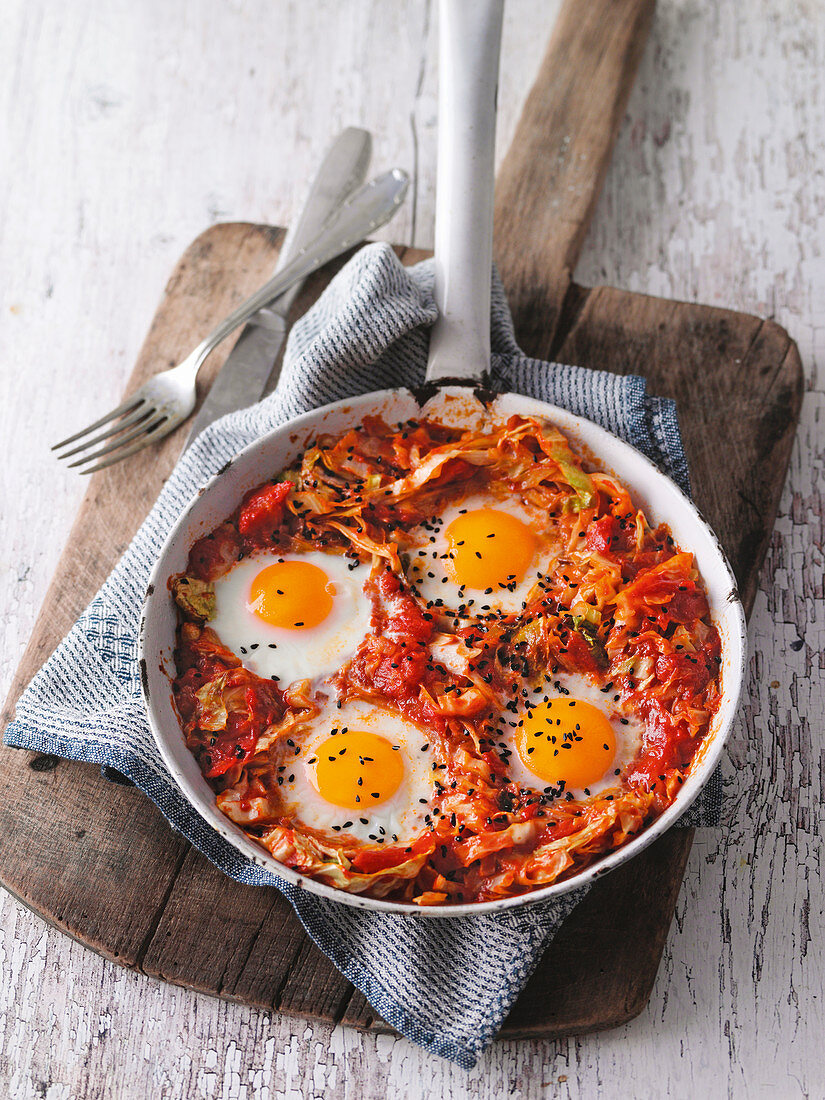 Pointed cabbage shakshuka with black cumin seeds