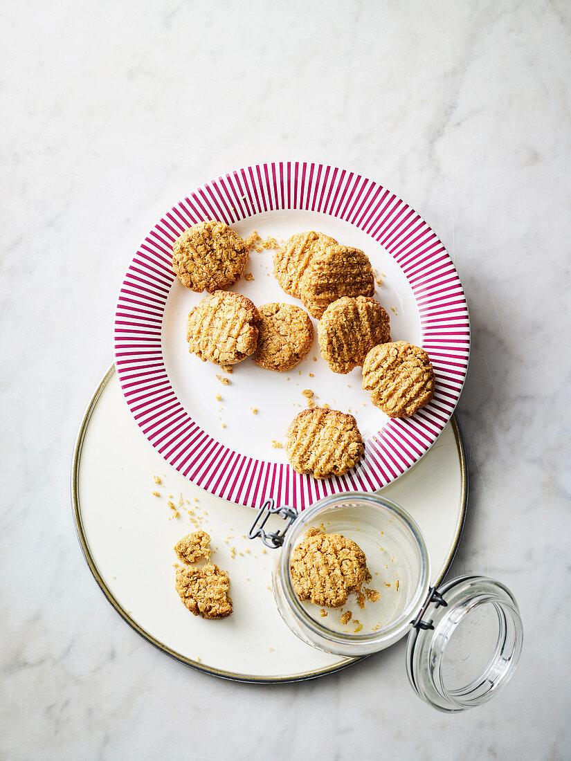 Vegan oatmeal cookies with rosehip