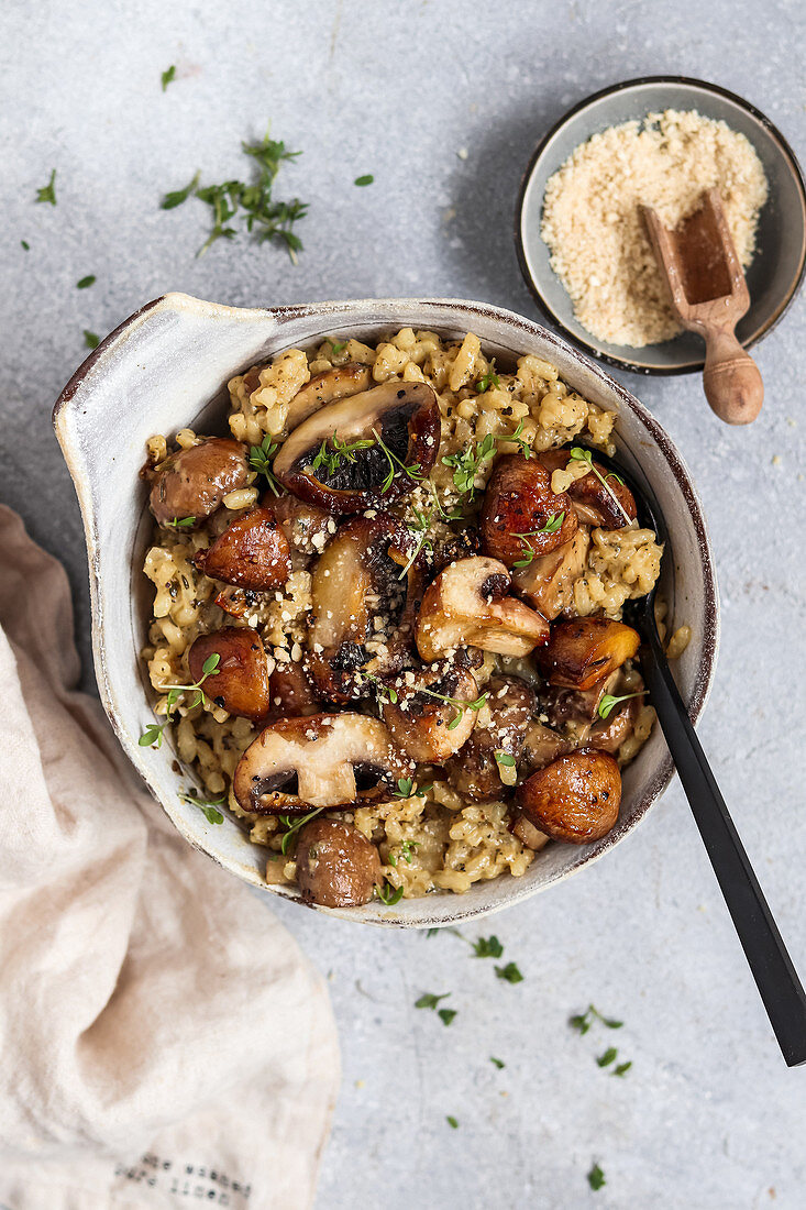 Simple mushroom risotto (vegan)