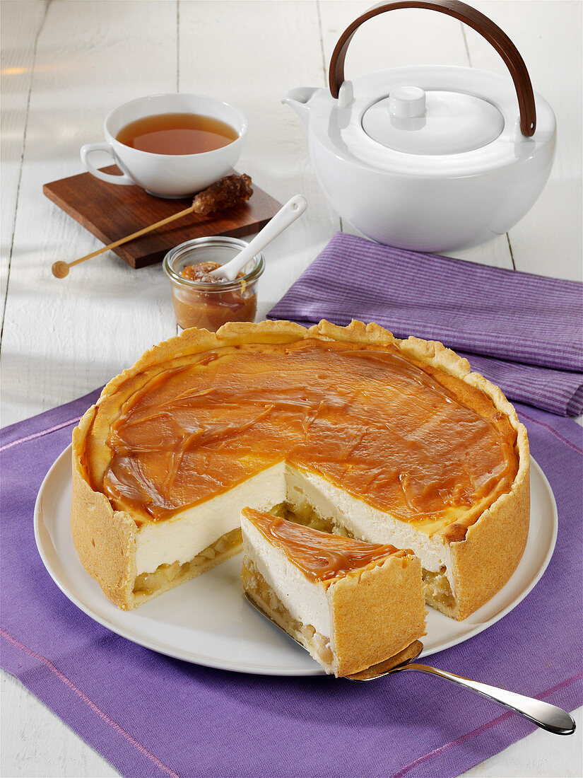 Apple cheesecake with salted caramel