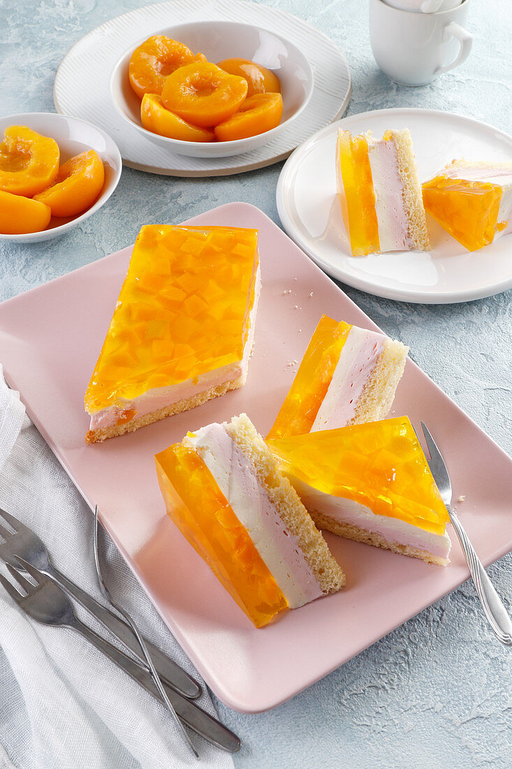 Summer cake with peach jelly and pieces of peaches