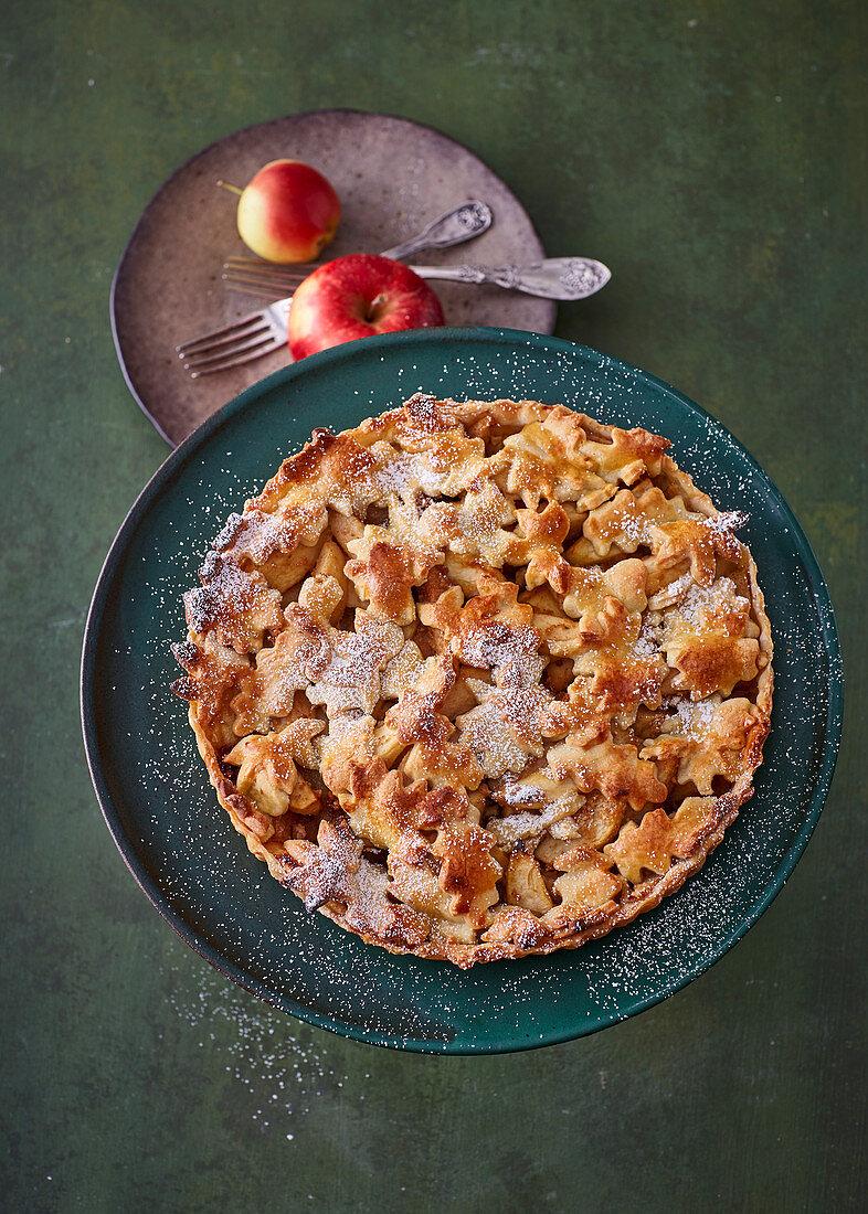 Apfel-Birnen-Kuchen mit Mürbteighaube