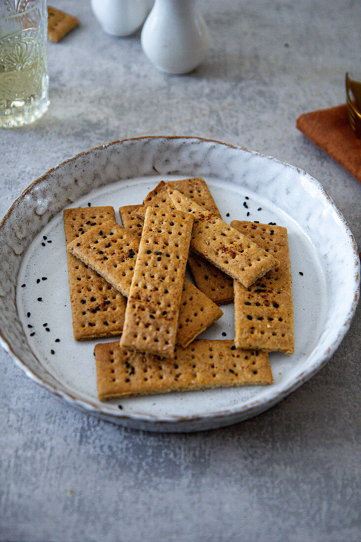 Crackers with black sesame seeds