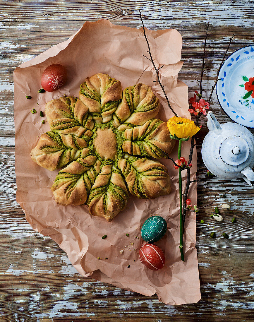Yeast Easter star with pistachio cream filling