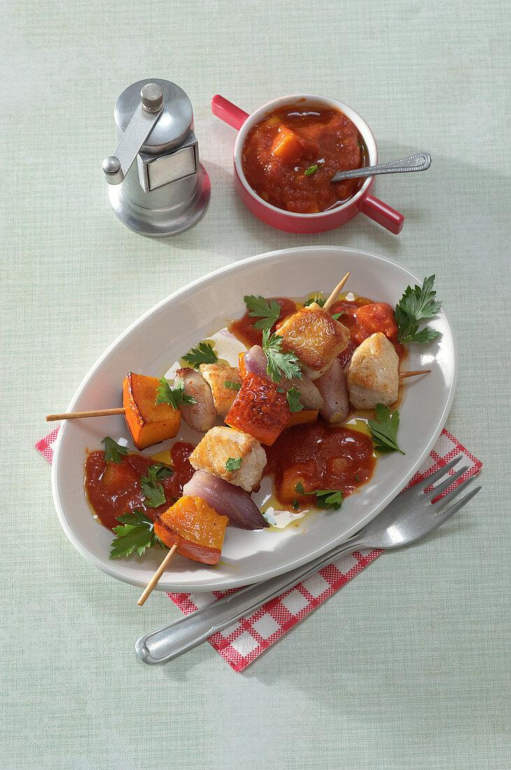 Turkey-pumpkin skewers with mango-tomato sauce