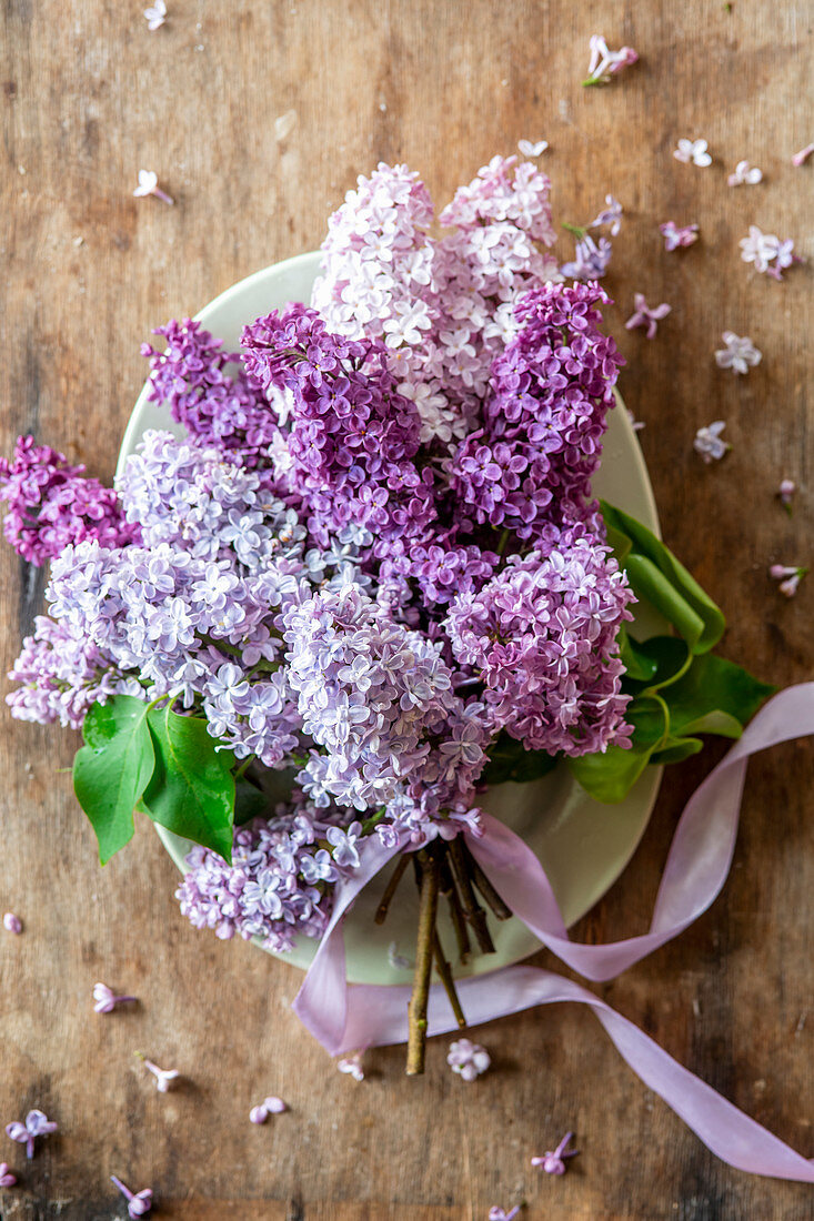 Lilac branches on a table