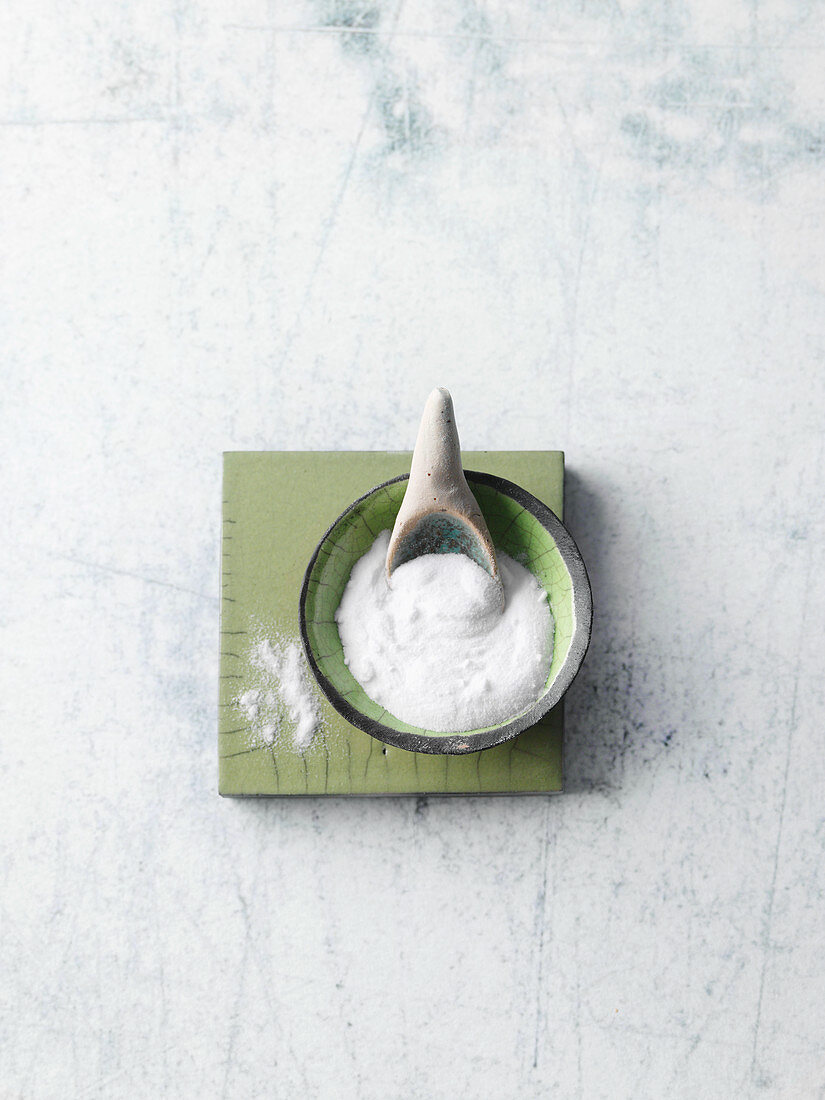 Sodium bicarbonate powder for acidification and infections