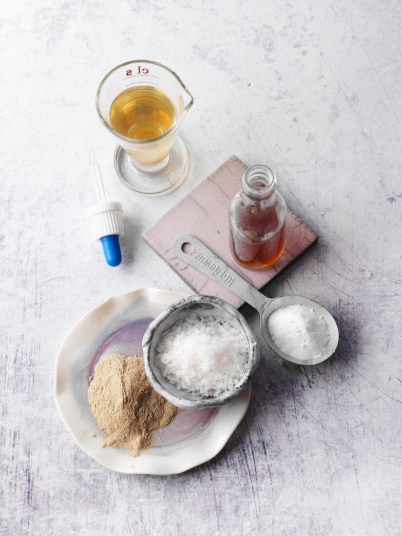 Medicinal clay, proplis tincture, crystal salt, sodium bicarbonate, sesame seed oil and apple cider vinegar