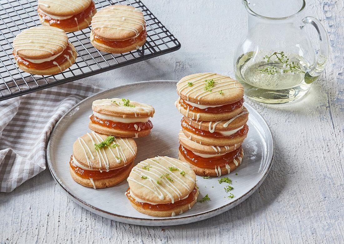 Butter elderberry-apricot cookies