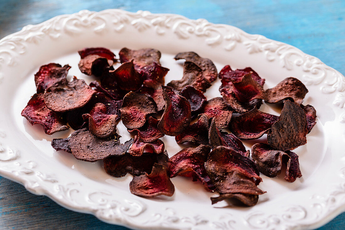 Beetroot chips with herb salt
