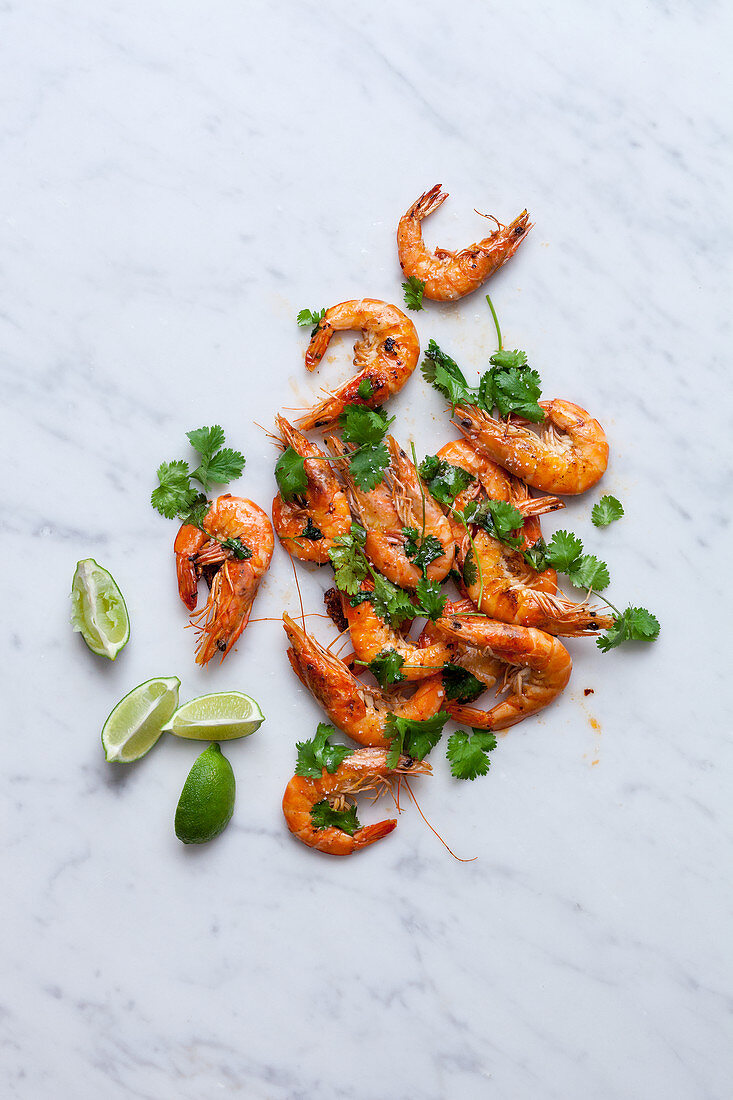 Fried prawns with coriander and lime