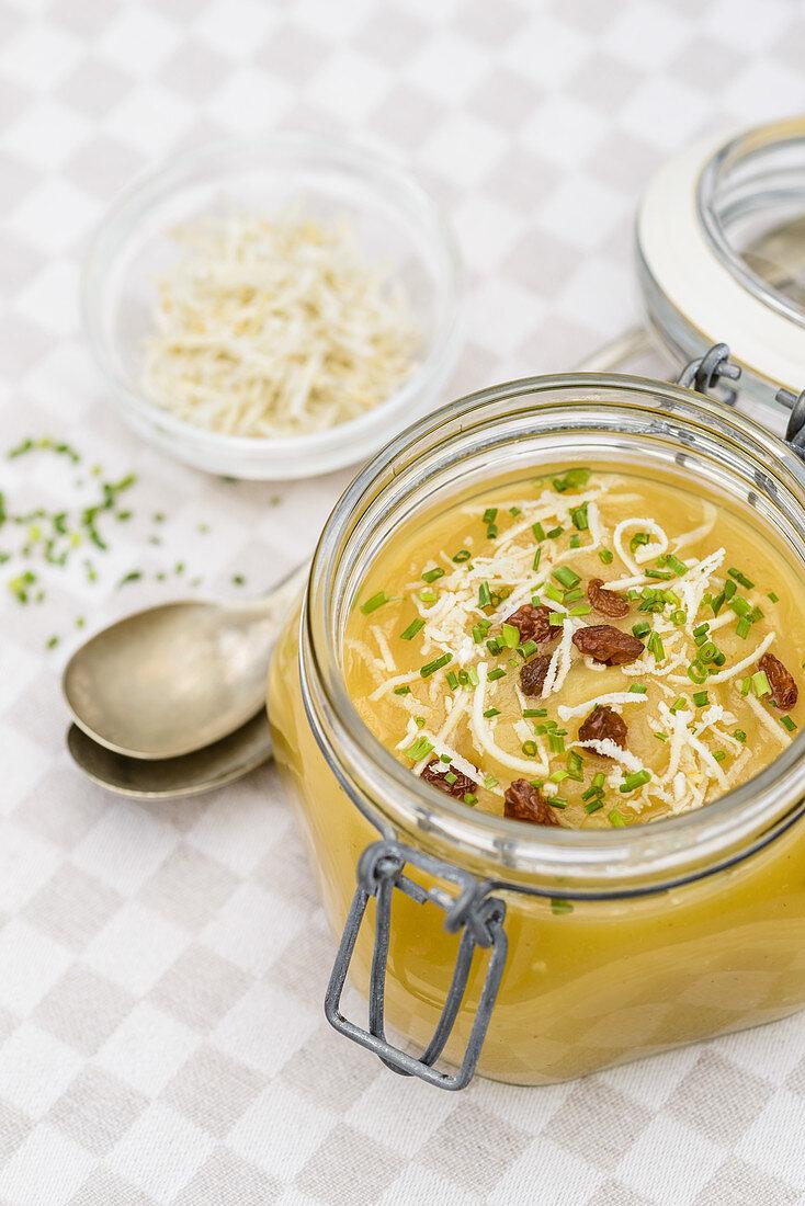 Applesauce with horseradish and raisins