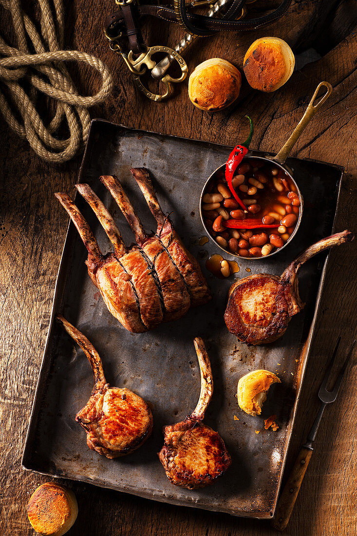 'Duroc' rack of pork Western style with baked beans