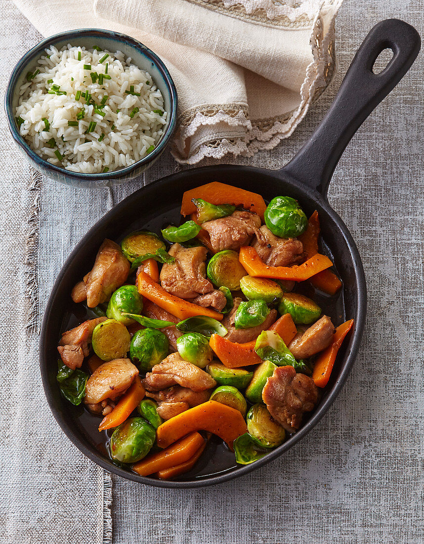 Chicken pan with pumpkin and Brussels sprout
