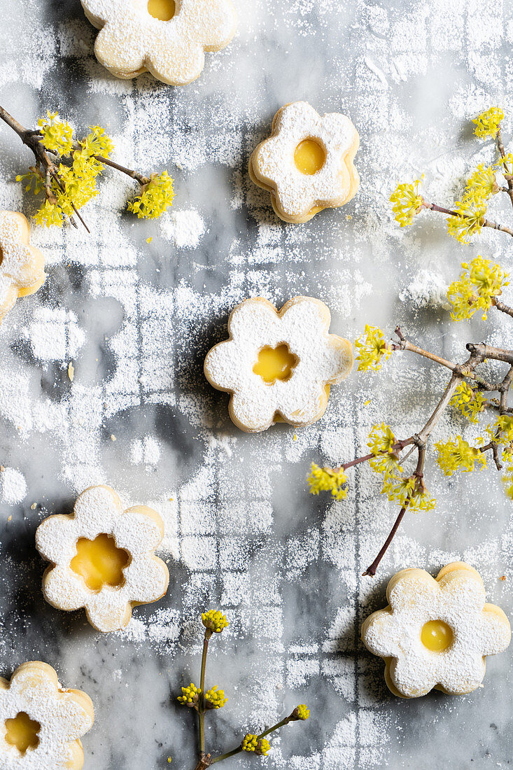Flower shaped lemon curd cookies