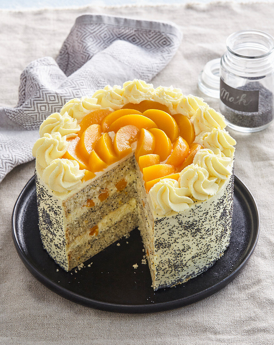 Poppy seed tart (gateau) with peaches
