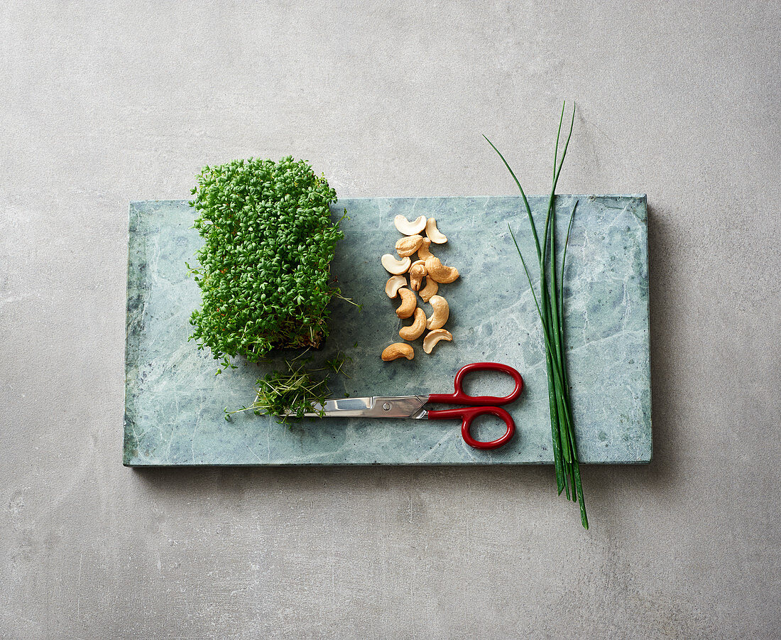 Toppings – garden cress, cashew nuts and chives