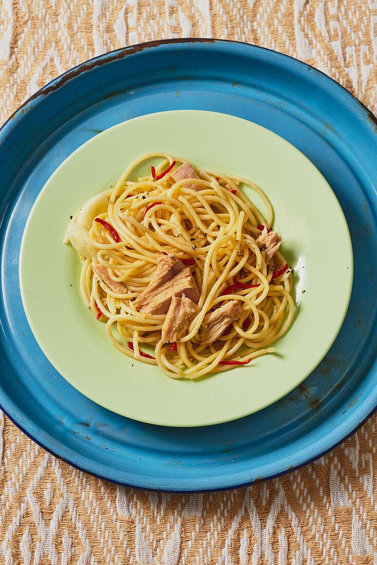 Spaghetti aglio e olio with tuna fish