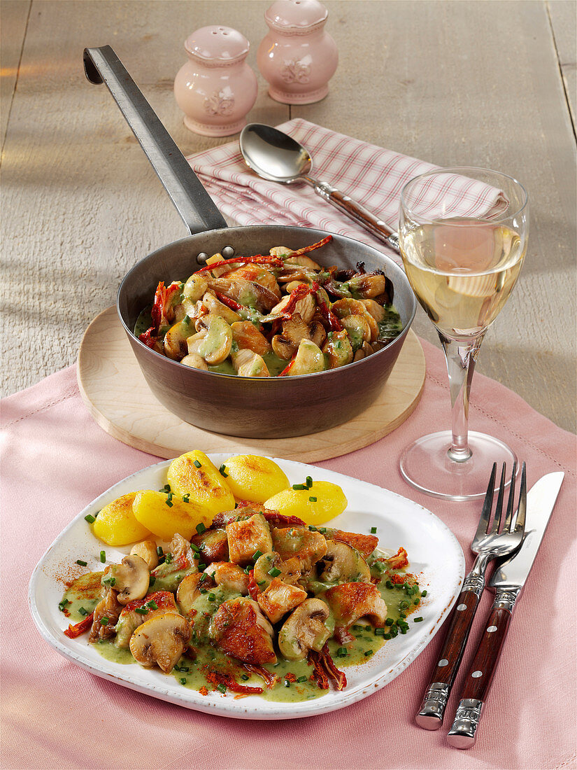 Poultry ragout with herb mushrooms