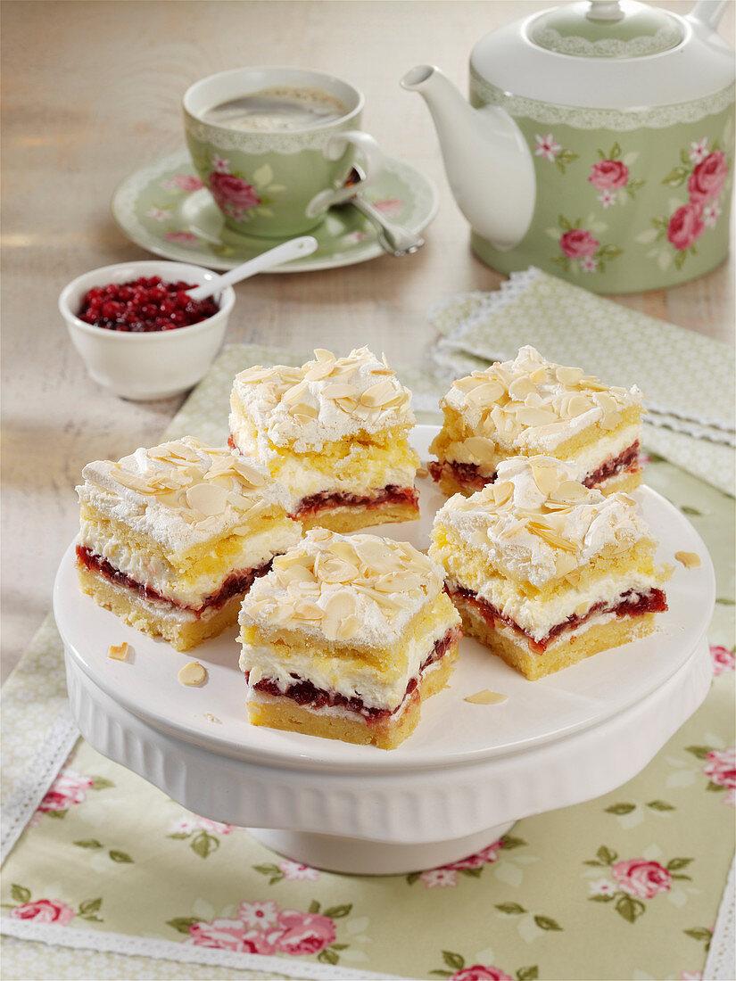 Cranberry slices with meringue