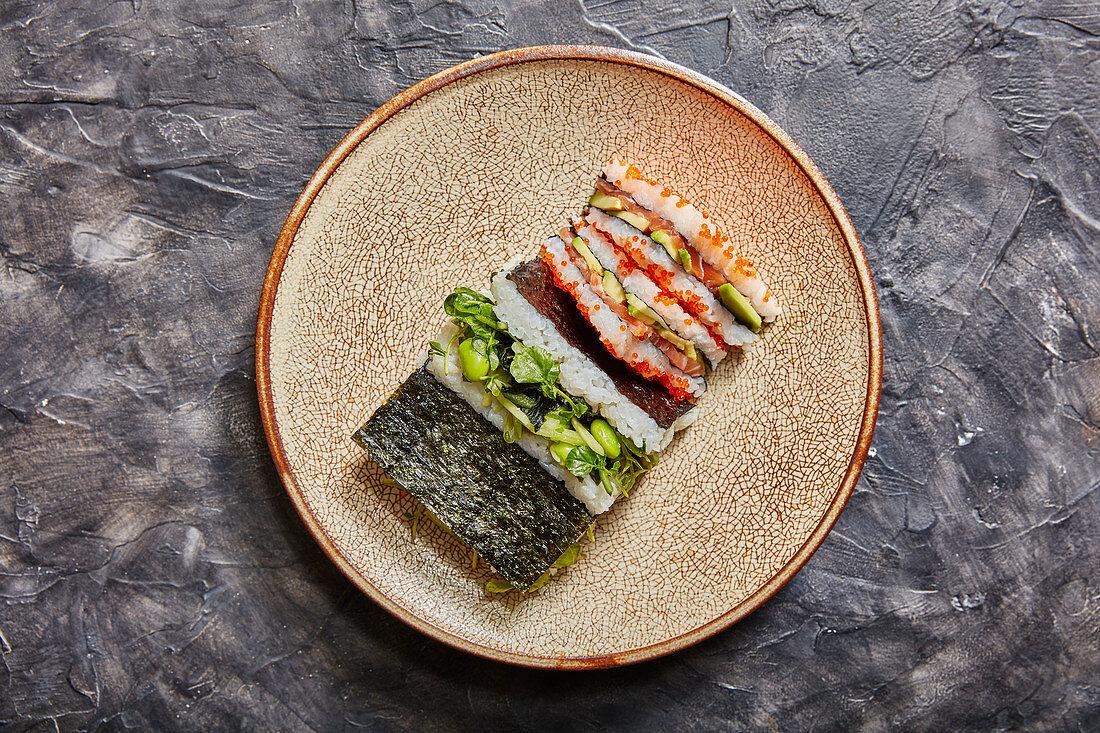 Onigirazu - sushi sandwich (Japan)