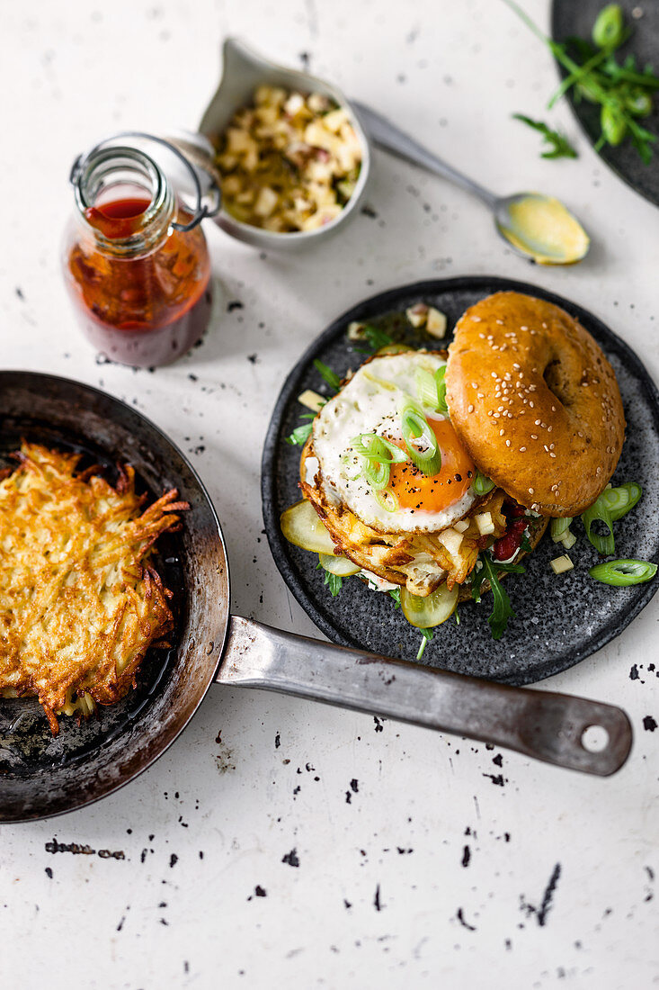Rösti burger with cream cheese, apple and mountain cheese salsa and fried egg