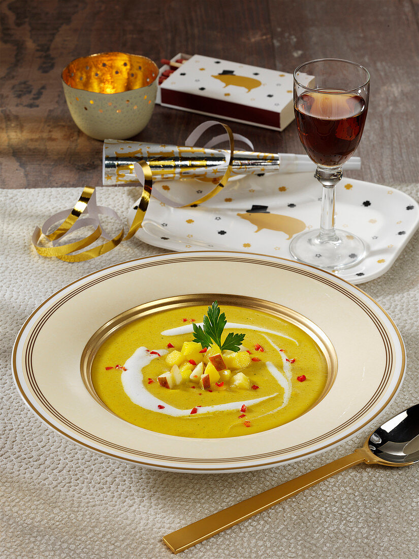 Mulligatawny vegetable coconut soup with pineapple, mango and apple