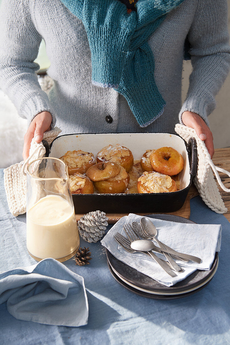Baked apples with marzipan cream