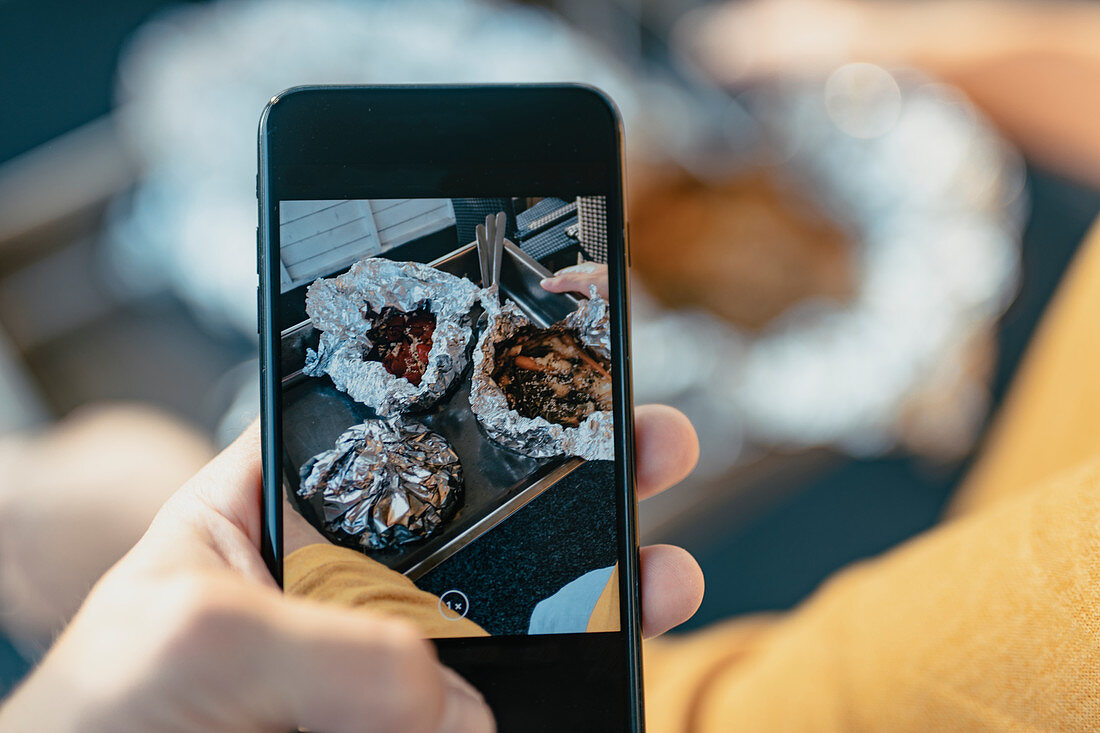 Photographing food with cell phone