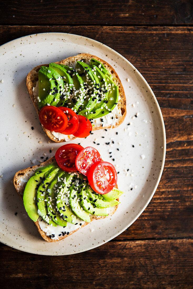 Avocado toast with tomato and sesam