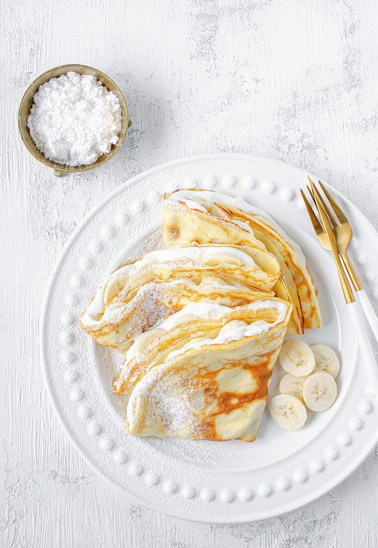 Pancakes with vanilla cheese and bananas