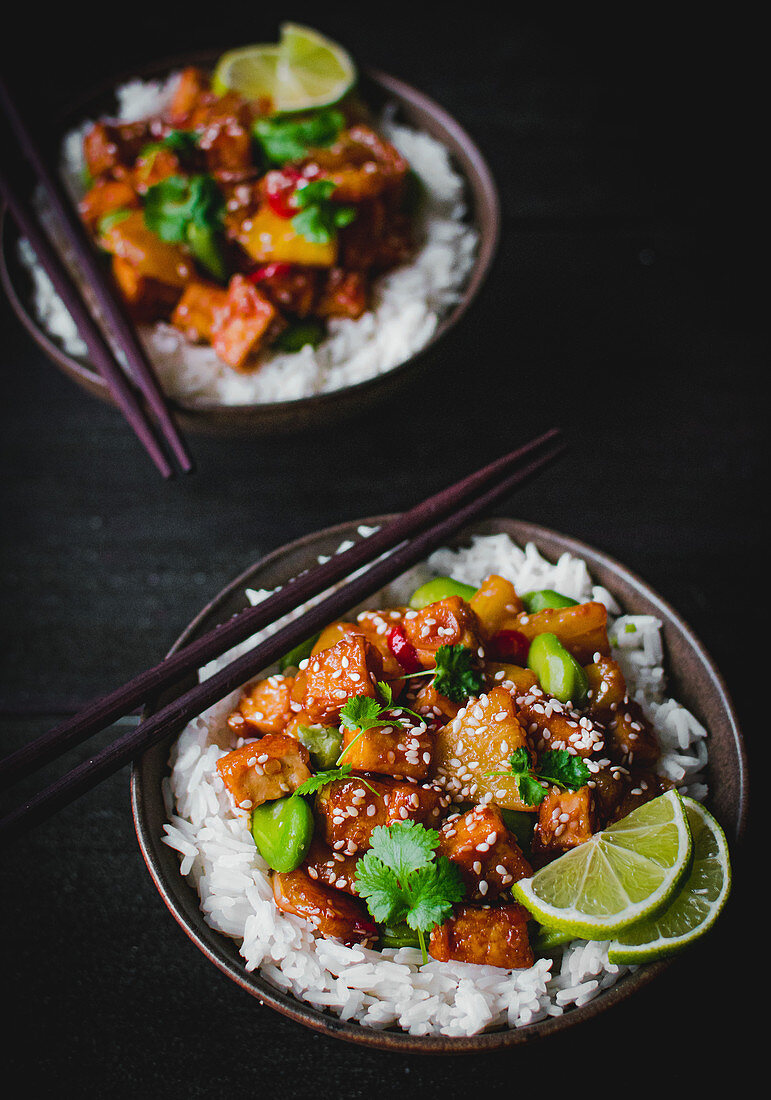 Rice with tofu, pineapple and broad beans