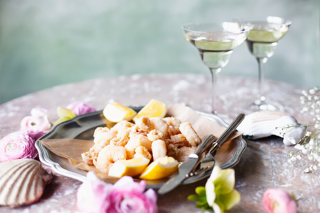 Fried prawns in butter with lemon