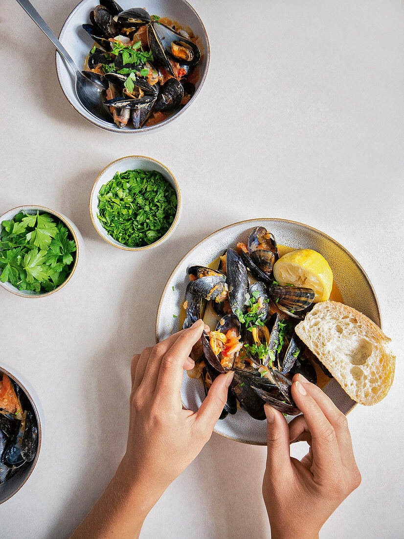 Mussels in vegetable and white wine stock