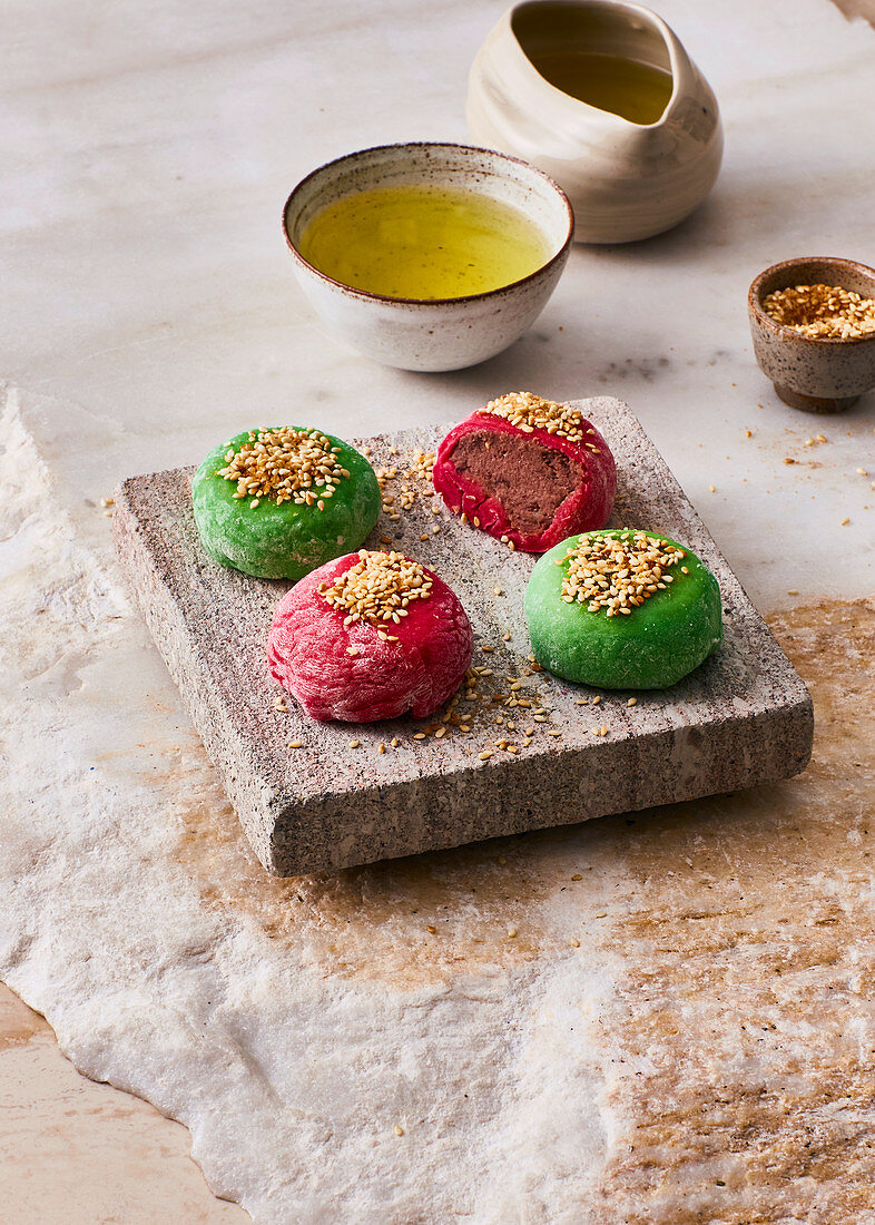 Sencha-Mochi - Filled rice cakes from Japan
