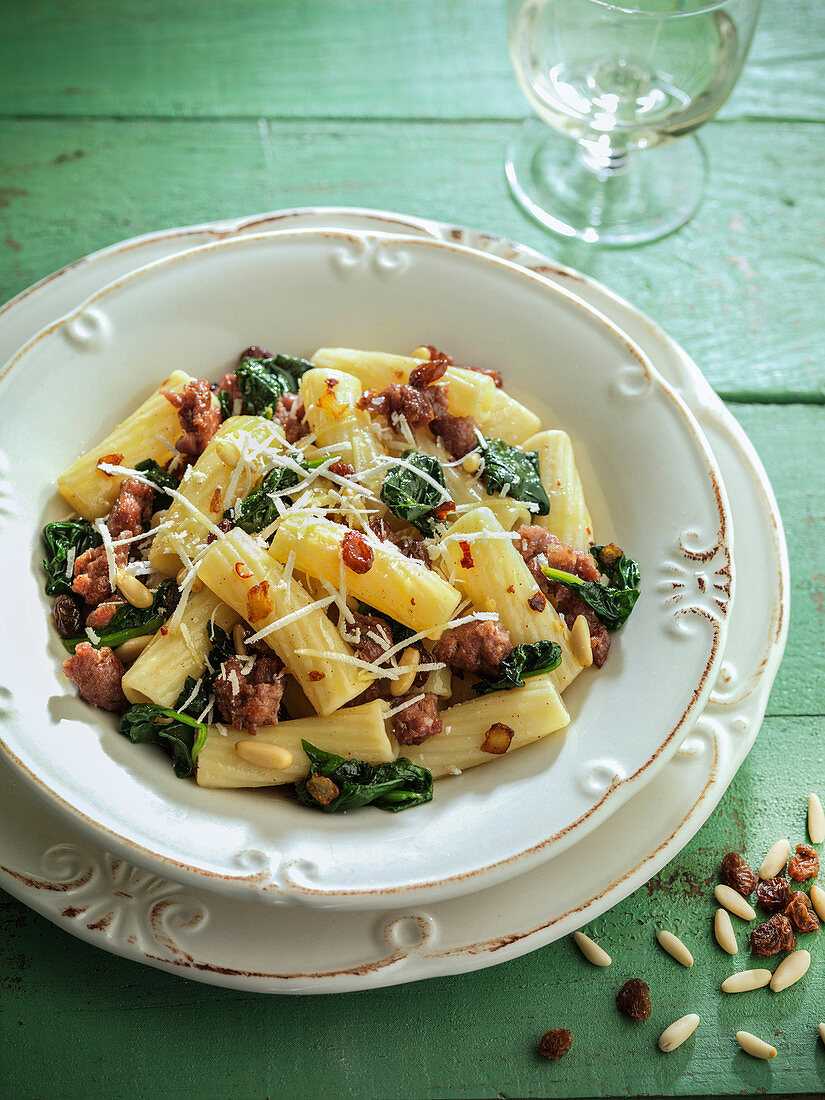 Rigatoni with pork and spinach