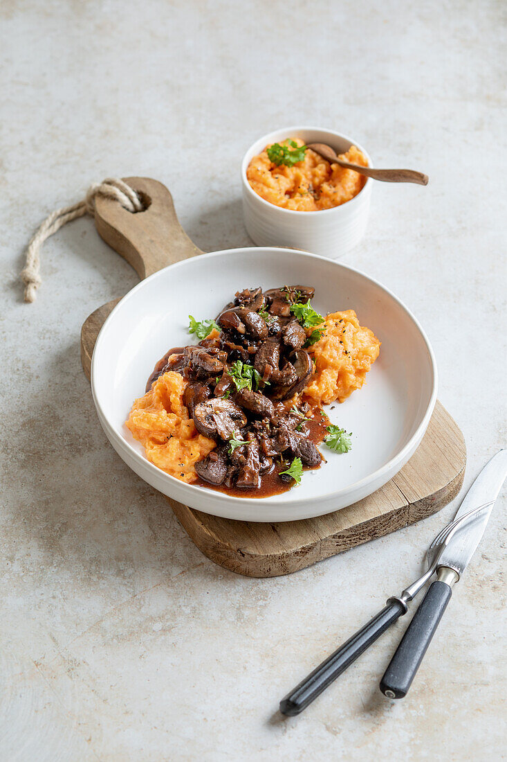 Venison cutlets with mushrooms and mashed carrot