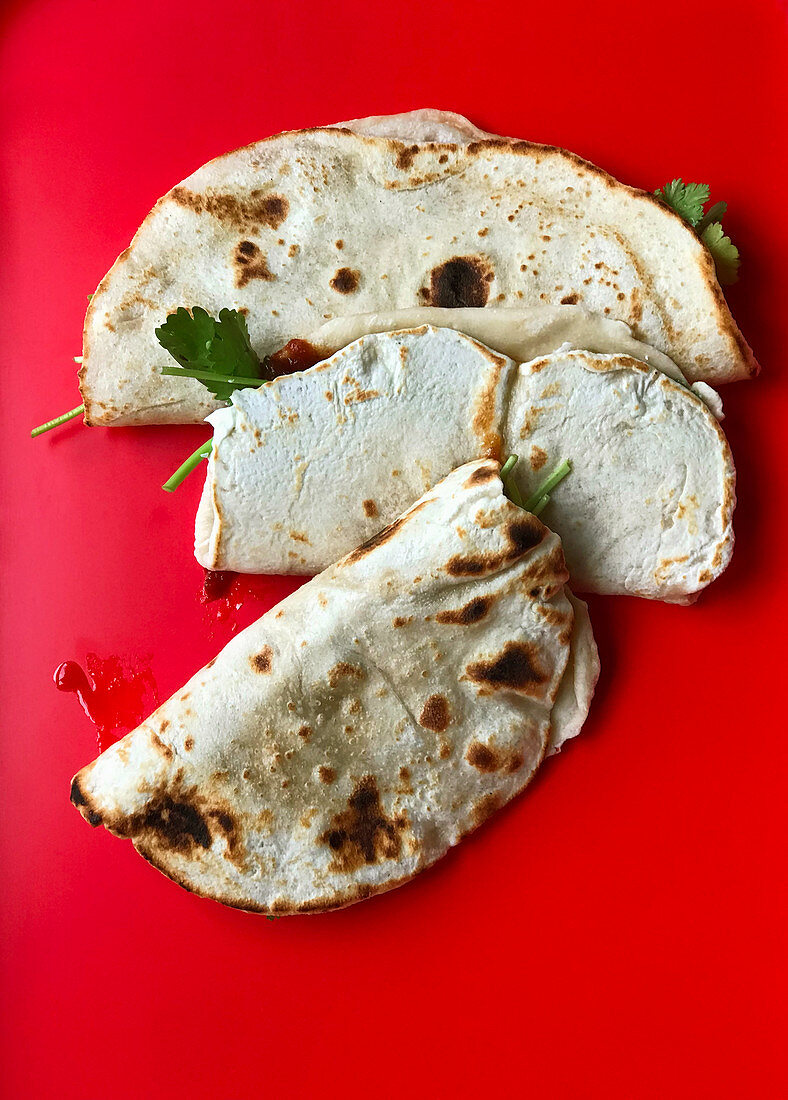 Naan bread with bacon, yoghurt and chilli jam