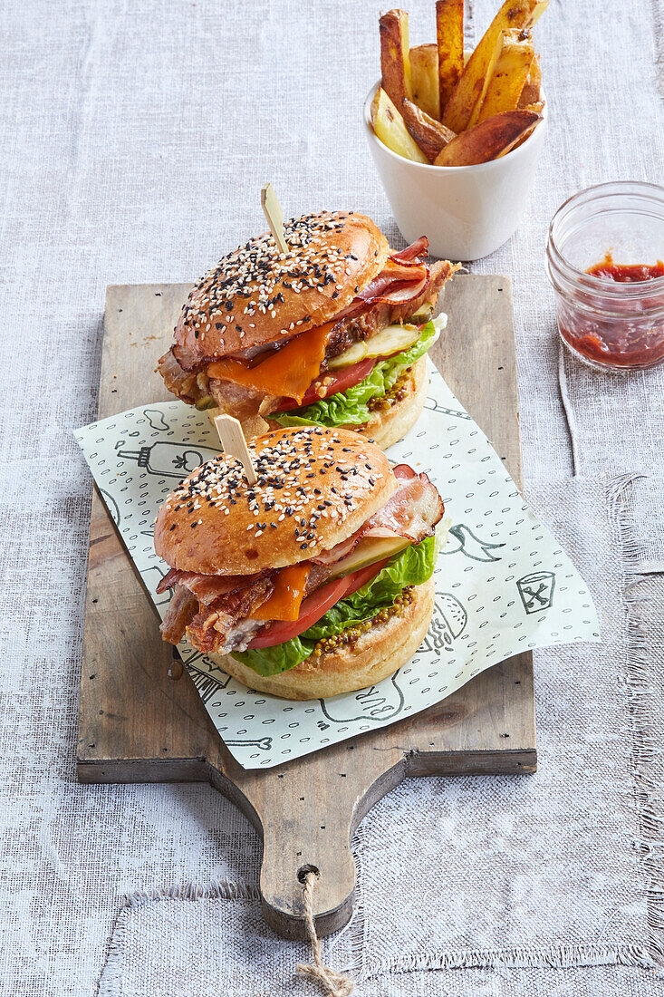 Bacon burger with tomato, cucumber and cheese