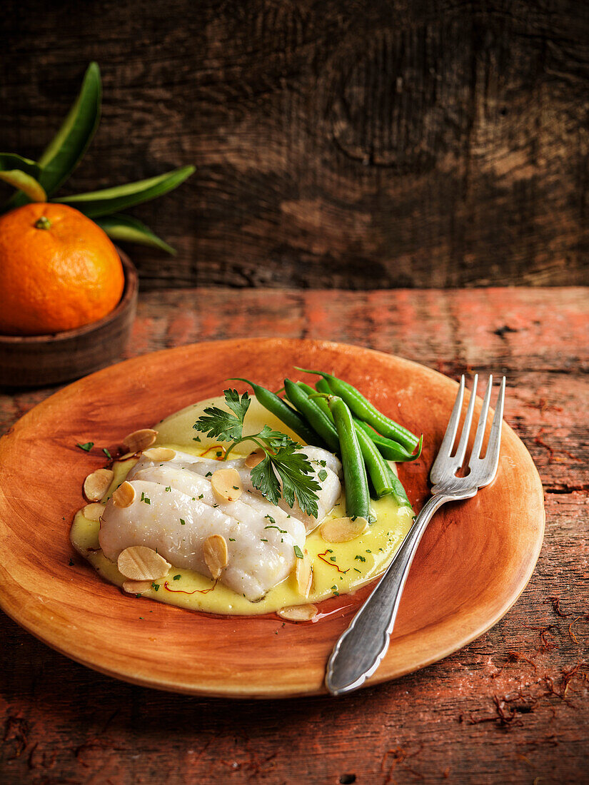 Cod with garlic cream and green beans