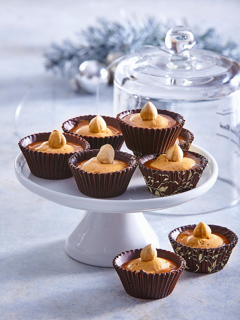 Chocolate tartlets with caramel cream