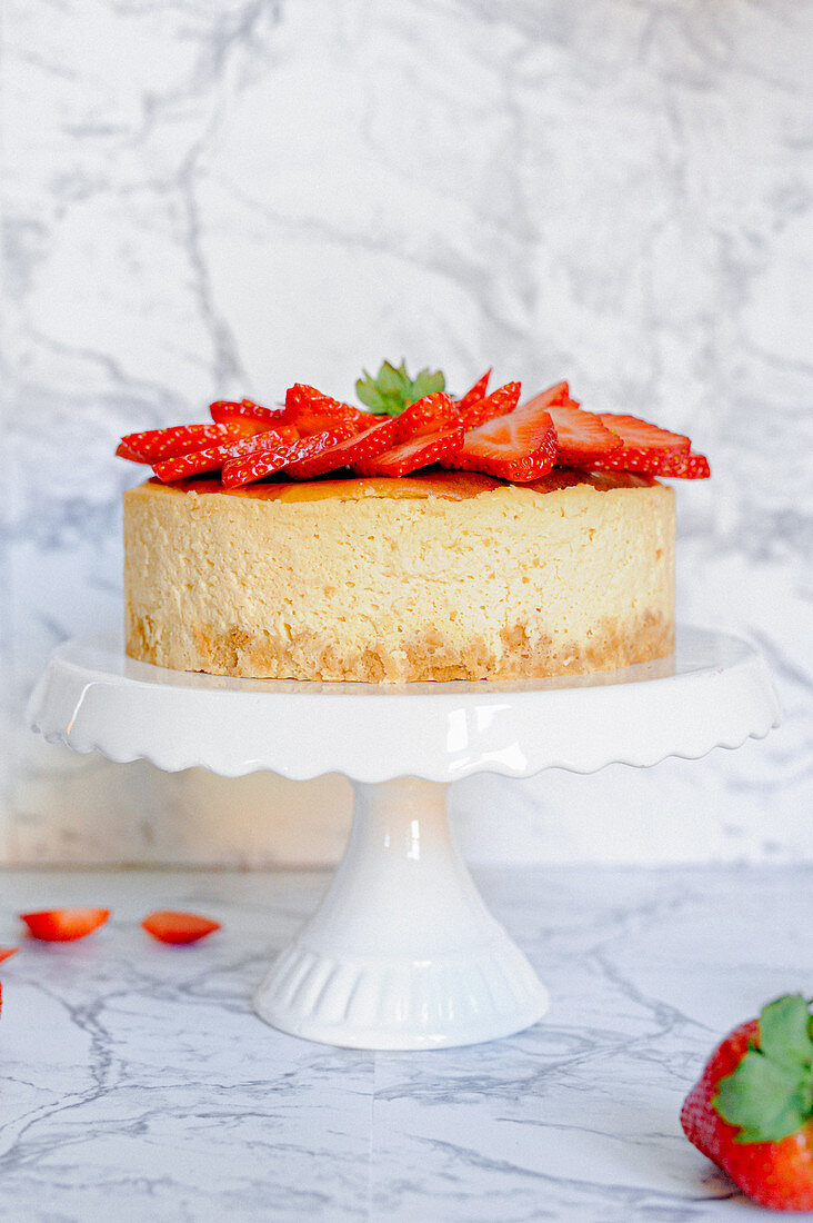 Amarula cheesecake with strawberries
