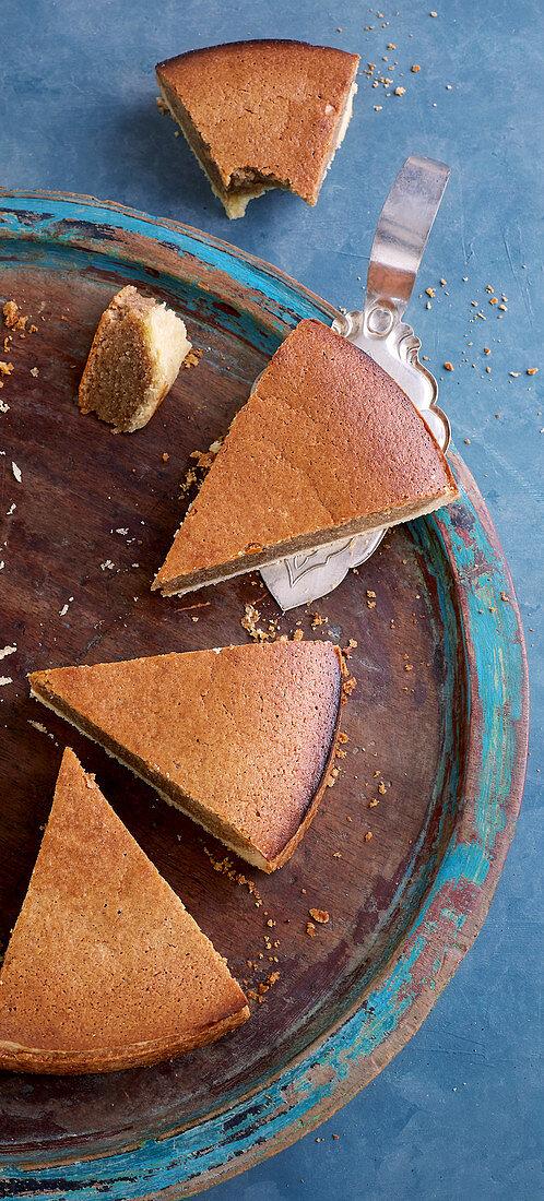 Cinnamon tart with almonds